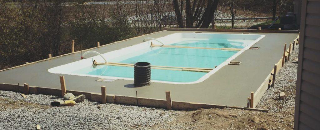 Finition ciment tour de piscine